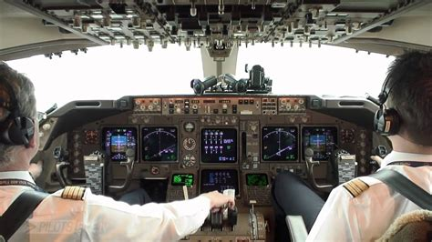 Boeing 747-400 take-off from FRA - YouTube