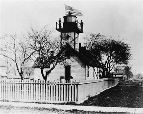 Waukegan Harbor Lighthouse, Illinois at Lighthousefriends