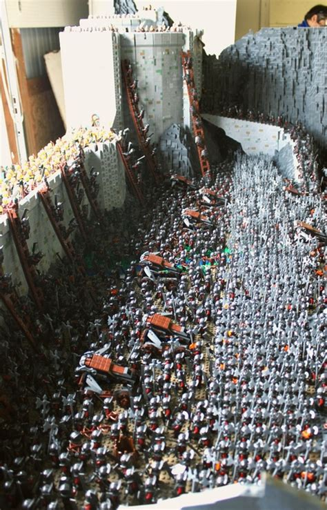 LEGO Lord of the Rings Helm's Deep 150,000 Bricks - The