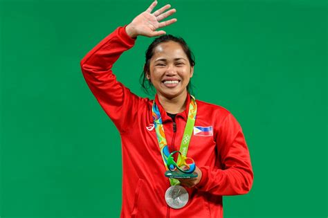 LOOK: Filipina Hidilyn Diaz with Olympic silver medal