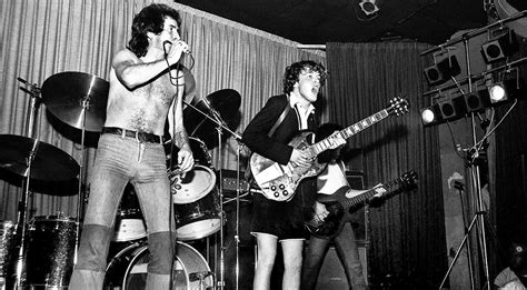 """In 1976, AC/DC Played """"Jailbreak"""" On Stage And They Never"""