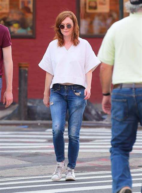 JULIANNE MOORE and Her Daughter LIV FREUNDLICH Out in New