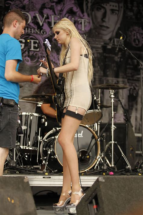 More Pics of Taylor Momsen Lingerie (18 of 40) - Taylor
