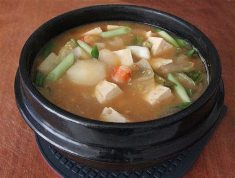 Fermented soybean paste stew mixed with fresh salad
