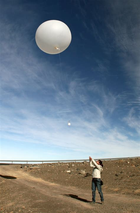 Weather balloons on Paranal in support of the ELT | ESO