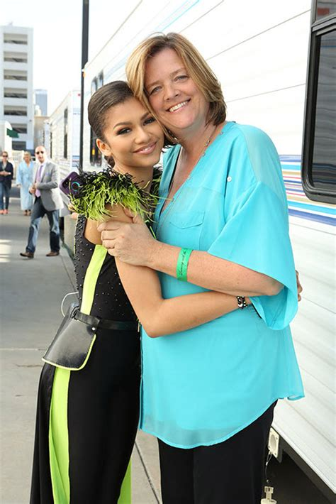 Photos: Disney Stars With Their Moms And How They Feel