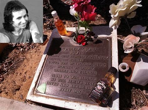 Tourists flock to grave of rock stars and icons | The