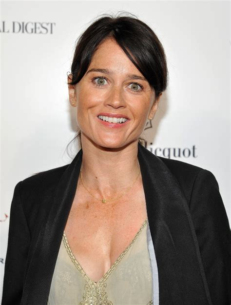 Robin Tunney photo gallery - high quality pics of Robin