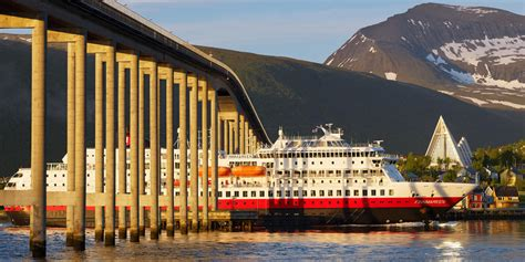 Getting around by boat | Ferries, passenger boats, and
